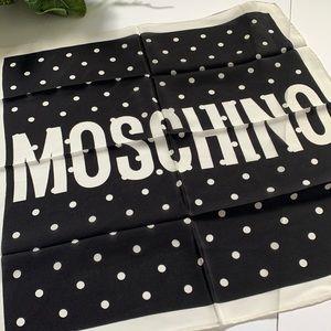 ❤️❤️❤️NEW Moschino silk square scarf ❤️❤️❤️